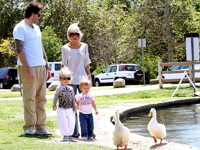WALKING IN THE PARK photo | Dean McDermott, Tori Spelling