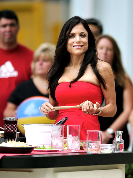 PLAYING BARTENDER photo | Bethenny Frankel