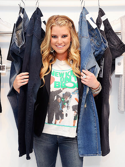 BOOTY STYLING photo | Jessica Simpson
