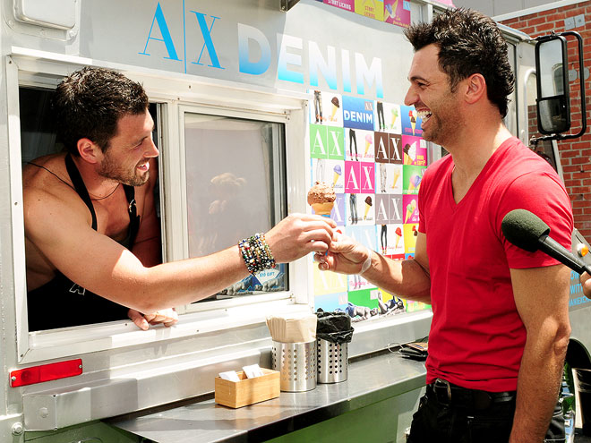 SCOOPING ICE CREAM photo | Maksim Chmerkovskiy, Tony Dovolani