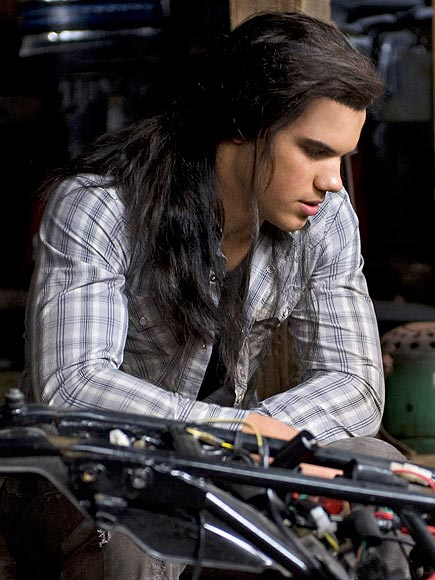 7. HE EVEN LOOKS GOOD IN A WIG  photo | Kristen Stewart, Taylor Lautner