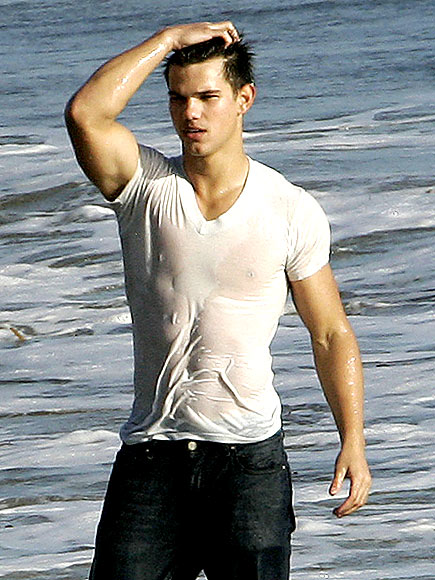 18. HE LOOKS GOOD WET photo | Taylor Lautner