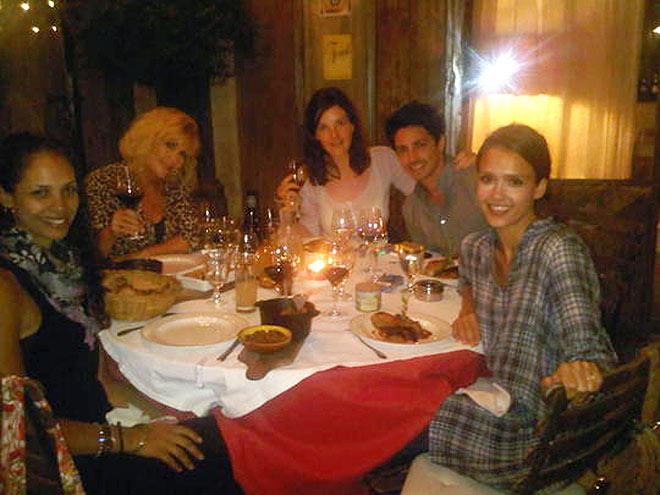 FAMILY DINNER photo | Jessica Alba