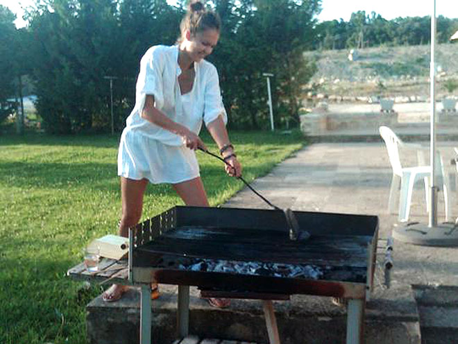 YOU GO, GRILL photo | Jessica Alba