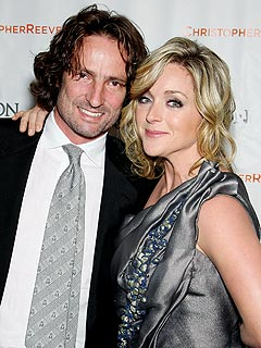 Jane Krakowski Welcomes Ideas for Her Wedding