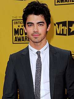 Joe Jonas: Solo Album 'A Whole New Experience'