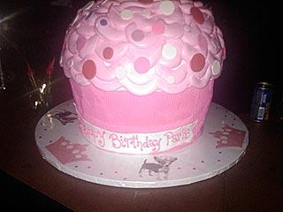 Selena Gomez & Paris Hilton Join the Custom Cupcake Craze  Celebrity Diners Club, Paris Hilton, Selena Gomez