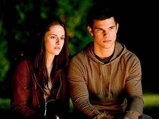 Taylor Lautner & Kristen Stewart Evacuated in Tsunami Warning