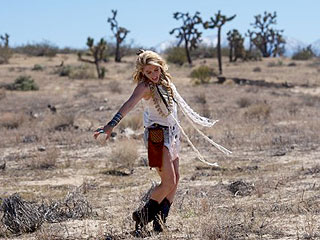 Ke$ha Reveals Her Inner Animal in Desert Shoot| Music News