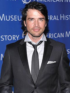 Gossip Girl&#39;s Matthew Settle Finds Marital Split Tough
