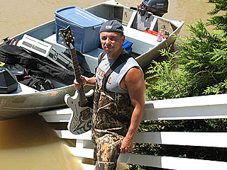 PHOTO: Kenny Chesney Knee-Deep in Nashville Flood