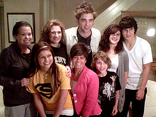 Robert Pattinson Surprises Twi-Hard Family at Their House