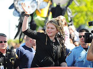 Crystal Bowersox Touches a Chord in Toledo Homecoming