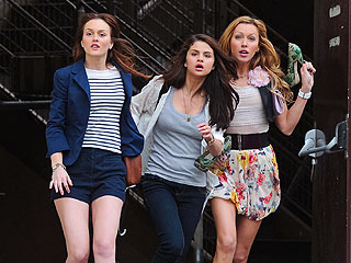 SNEAK PEEK: Selena Gomez, Leighton Meester & Katie Cassidy on the Run in Paris | Selena Gomez