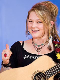 Crystal Bowersox Vows Not to Be a Bridezilla