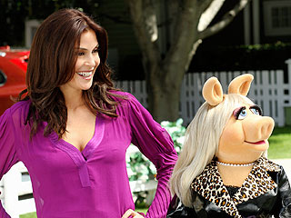 'Desperate' Miss Piggy Visits Wisteria Lane