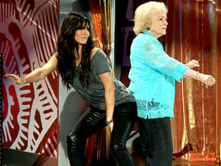 Sandra Bullock & Betty White &#39;Get Low&#39; at Teen Choice Awards