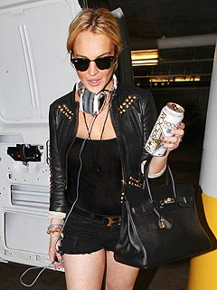 FIRST PHOTO: Lindsay Lohan Steps Out After Leaving Rehab