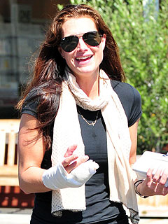 Brooke Shields Breaks Her Hand During Rehearsals