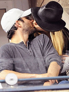 PHOTO: Chelsea Clinton Shows Love for Husband at US Open | Chelsea Clinton