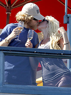 PHOTO: Heidi Montag and Spencer Pratt Make Up – and Make Out