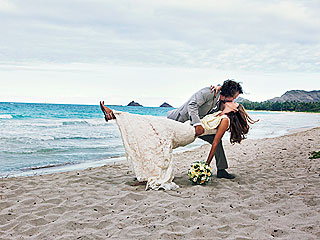 PHOTO: Eddie Vedder Dips and Kisses His Bride
