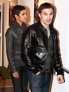 Halle Berry Introduces Olivier Martinez to Her Mom | Halle Berry