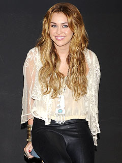 Miley Cyrus Wants to Spend 18th Birthday with Mom and Dad