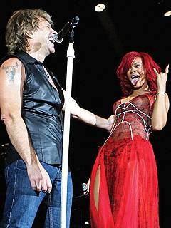 Rihanna 'Lives on a Prayer' with Bon Jovi in Madrid | Jon Bon Jovi, Rihanna