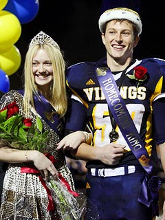 PHOTO: Dakota Fanning Crowned Homecoming Queen | Dakota Fanning