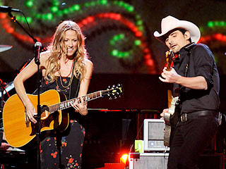 Brad Paisley and Sheryl Crow Celebrate a Country Christmas | Brad Paisley, Sheryl Crow