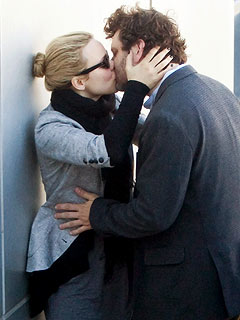 Rachel McAdams Kisses Her New Man Goodbye – at the Airport