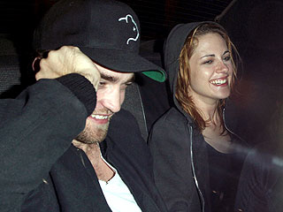 Robert Pattinson, Kristen Stewart Get Romantic