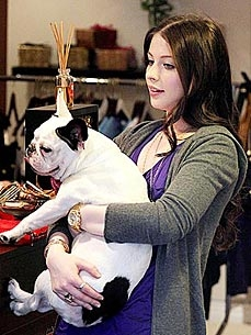 Michelle Trachtenberg&#39;s Dog Knows Make-up Means Mom Is Leaving