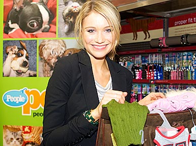 30 Rock's Katrina Bowden Helps Celebrate National Guide Dog Month