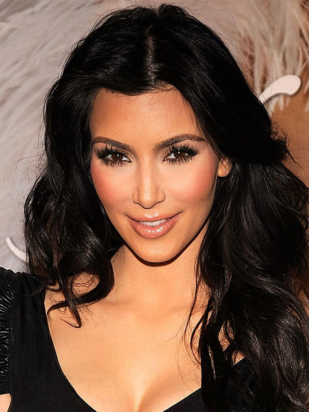 Which Kardashian opted for a pale pucker? | Kim Kardashian