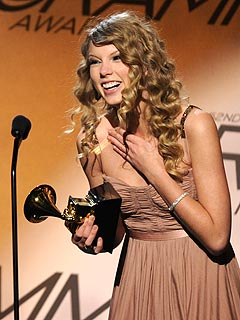Taylor Swift Wins Early Grammys | Grammy Awards 2010, Taylor Swift