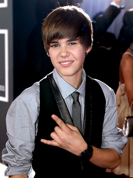 2010: THE 'BLOW DRY EVERYTHING TO THE FRONT OF YOUR HEAD'  photo | Grammy Awards 2010, Justin Bieber