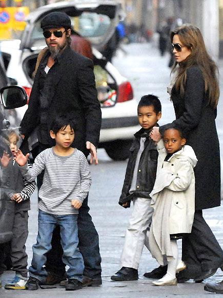 BRAD PITT & ANGELINA JOLIE photo | Angelina Jolie, Brad Pitt, Maddox Jolie-Pitt, Pax Thien Jolie-Pitt