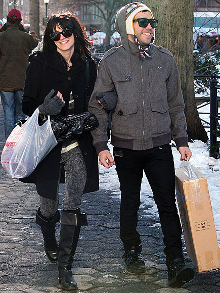 SHOP TO IT photo | Ashlee Simpson, Pete Wentz