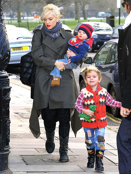 FESTIVE FAMILY photo | Gwen Stefani, Kingston Rossdale, Zuma Rossdale