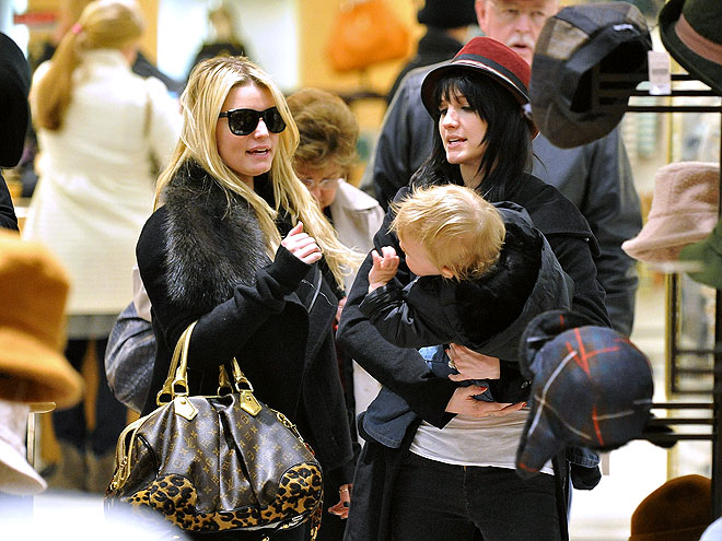 SHOP GIRLS photo | Ashlee Simpson, Jessica Simpson