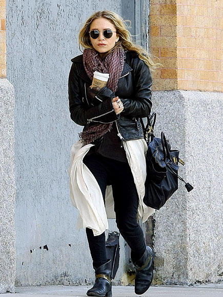 GETTING WARM photo | Mary-Kate Olsen