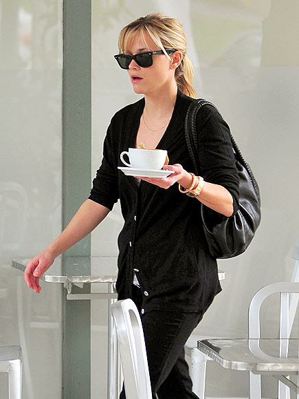 COFFEE CLUTCH photo | Reese Witherspoon