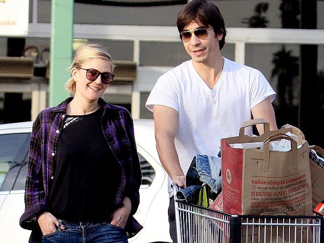 STOCKING UP photo | Drew Barrymore, Justin Long