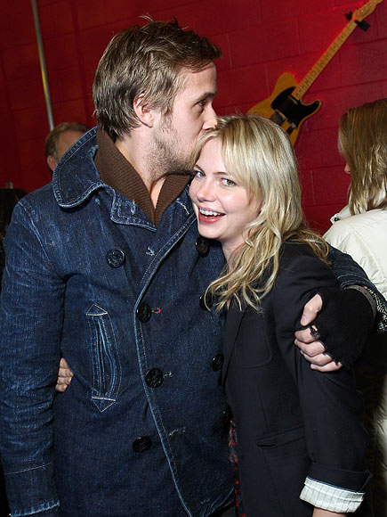 KISSING COSTARS photo | Michelle Williams, Ryan Gosling
