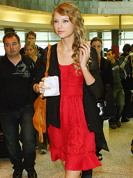 SMOOTH LANDING photo | Taylor Swift