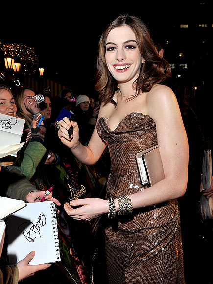 ROYAL TOUCH photo | Anne Hathaway