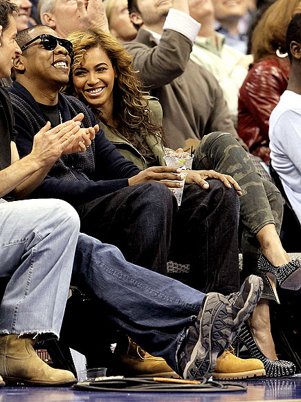 COURTSIDE CUDDLE photo | Beyonce Knowles, Jay-Z