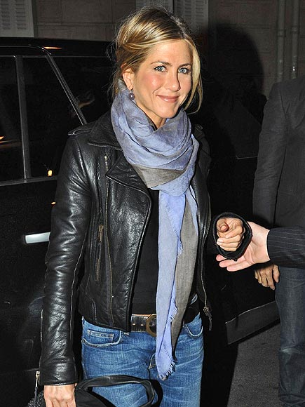 WRAP & ROLL photo | Jennifer Aniston